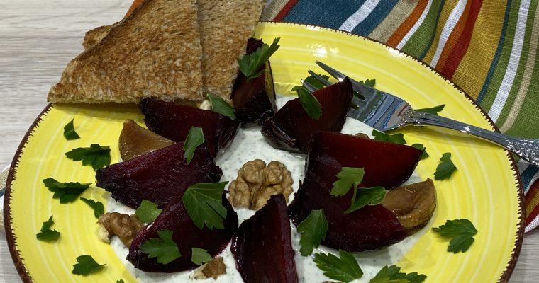 Rote Bete aus dem Ofen mit Walnuß-Feta-Dip