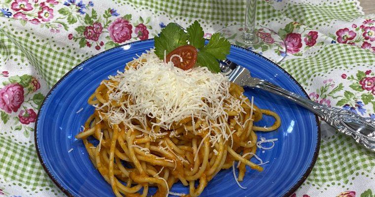 Spaghetti mit würziger Tomatensauce – all-time favorite