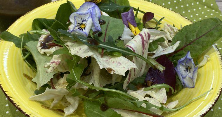 Salatdressing mit dunklem Balsamico, Honig und Senf