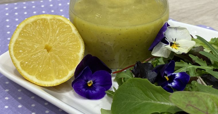 Zitronen Vinaigrette – frisches herzhaftes Dressing für Salate und Gemüse