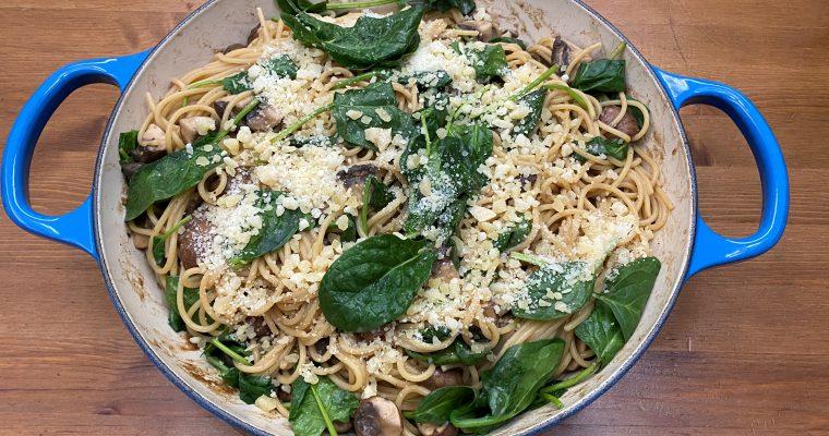 Vegane Rahm-Champignon-Pfanne mit frischem Blattspinat